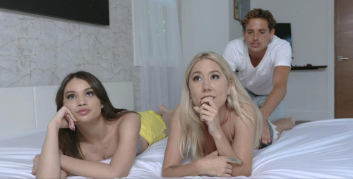 Teen pussies threesome