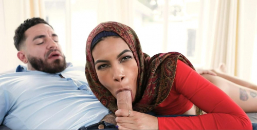 Girl in hijab sucking cock