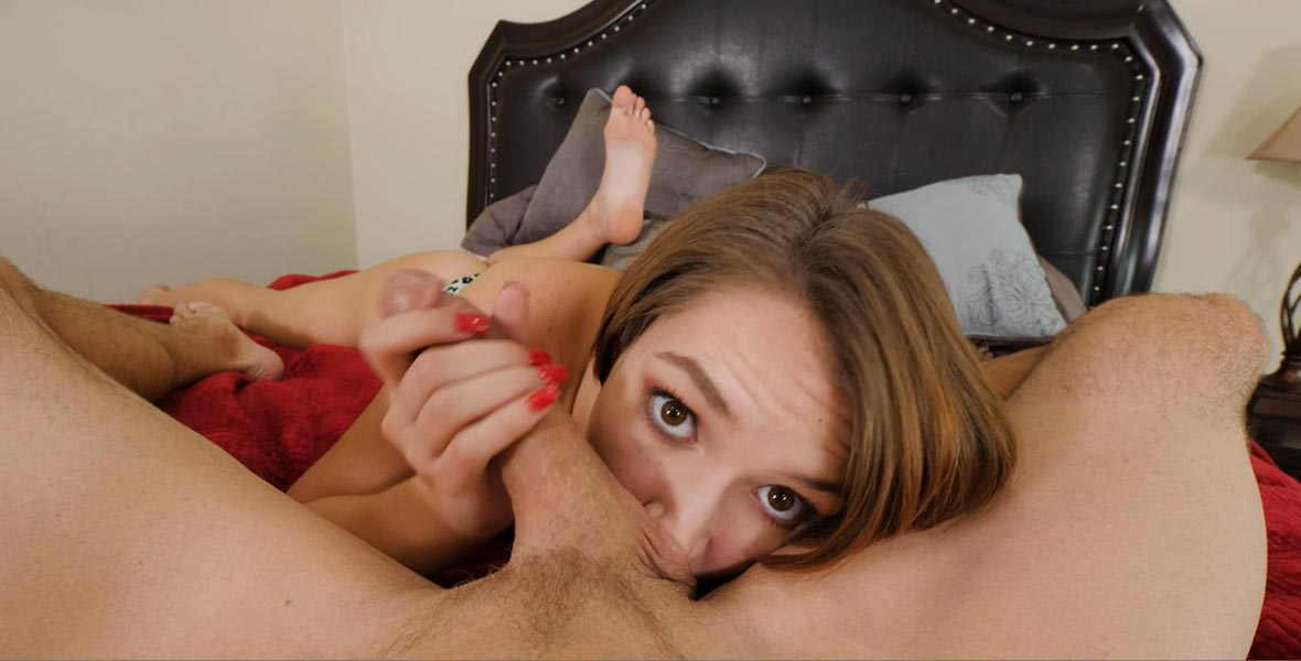 Teen slut gives rimjob